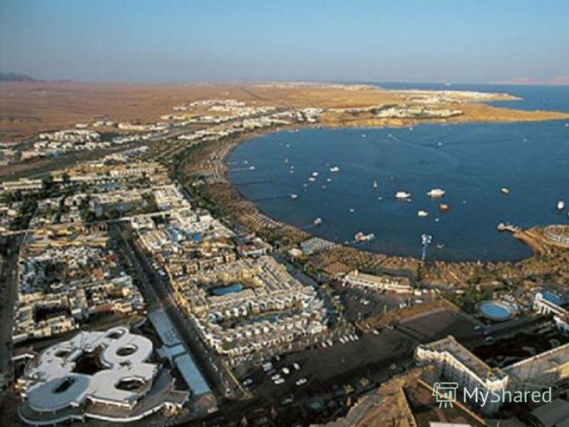 Теплое море, хорошие пляжи, а также многочисленные памятники древней культуры привлекают в Египет большое число туристов.