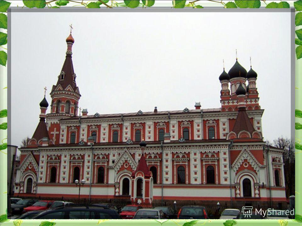 Огромное количество сохранившихся памятников архитектуры, целостная застройка центральной части города, восхитительные отдельные достопримечательности. Многие, попав в Гродно, не могут поверить, что этот город не где-нибудь в Евросоюзе, а в Беларуси.