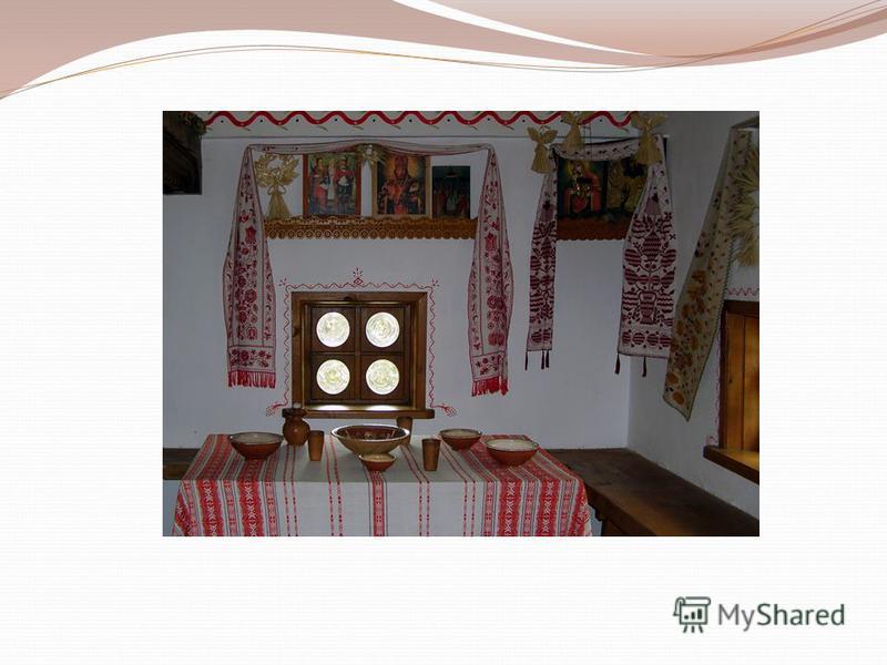 Обычно казачий курень имел от двух до пяти комнат: столовую, залу и две спальни. Первая от входа комната была и передней, и кухней, и столовой. Здесь семья стряпала и ела. В этой комнате находилась и печь. В кухне, вдоль стола и стены стояли лавки, у