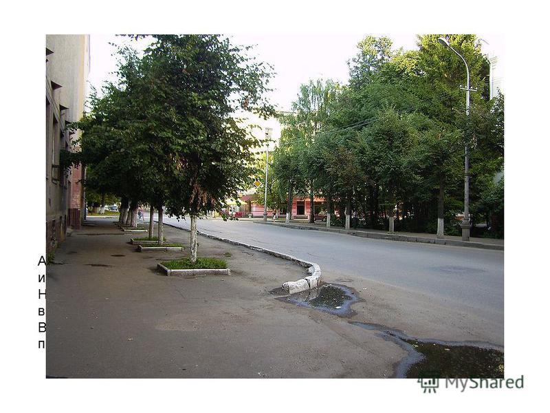 Асфальтирование города началось в начале 50-х годов, и первой из них стала ул. Советская. На рисунке изображен вид улицы Ново-Покровской с места нынешнего краеведческого музея, видно здание главпочтамта. В настоящее время изображенный на рисунке вид