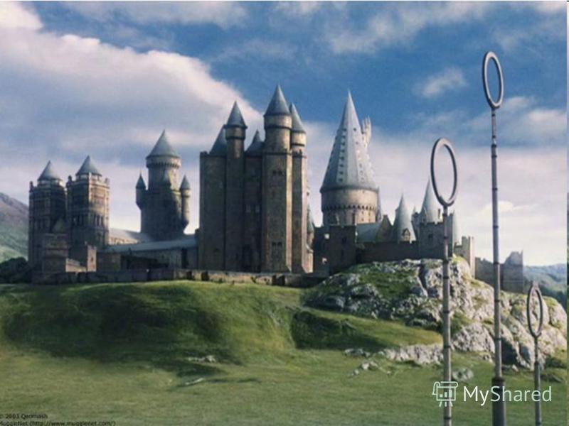 Это зеркало находится неподалеку от библиотеки. Гарри Поттер нашел её случайно, прячась во время ночной вылазки в Запретную Секцию библиотеки от Филча и Снегга. Не одну ночь Гарри Поттер провел здесь, глядя в него. Но после того как здесь его застал