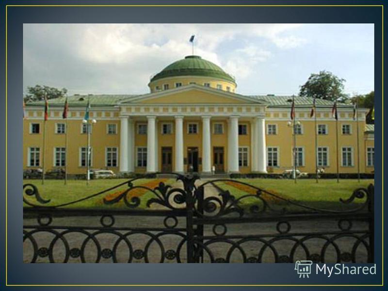 Русский архитектор, строитель ряда усадеб под Петербургом. Однако самым крупным и известным его творением стал Таврический дворец со множеством богато убранных помещений, зимним садом. Таврический дворец петербургская резиденция князя Григория Потёмк