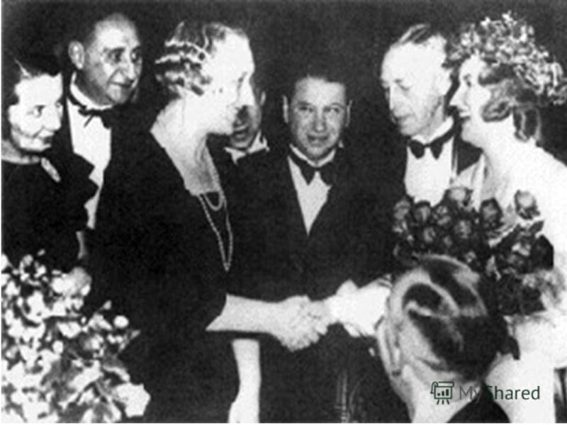 Лауреат Нобелевской премии по литературе в 1933 году.
