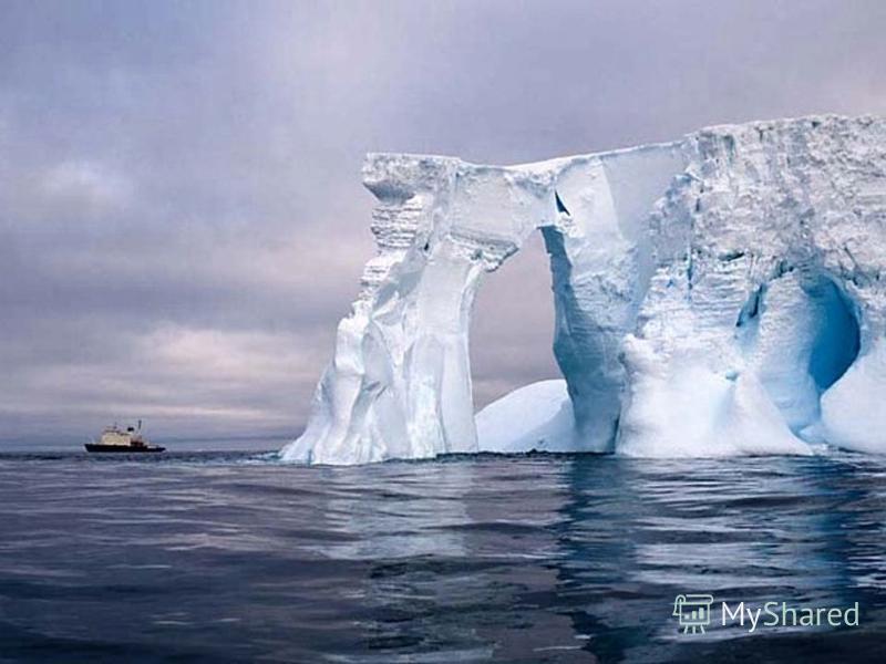 Лёд откалывается в виде айсбергов. Годовой объём разрушения оценивается в 2500 км³.