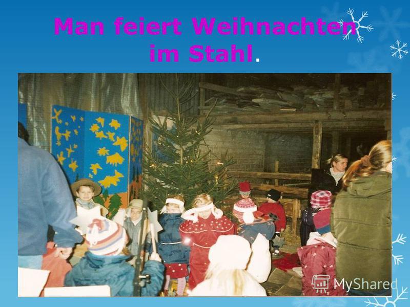 Man feiert Weihnachten im Stahl.