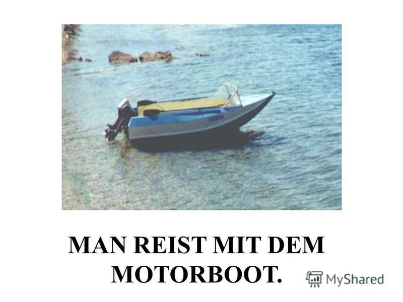 MAN REIST MIT DEM MOTORBOOT.
