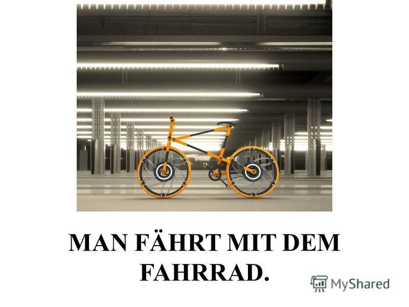 MAN FÄHRT MIT DEM FAHRRAD.