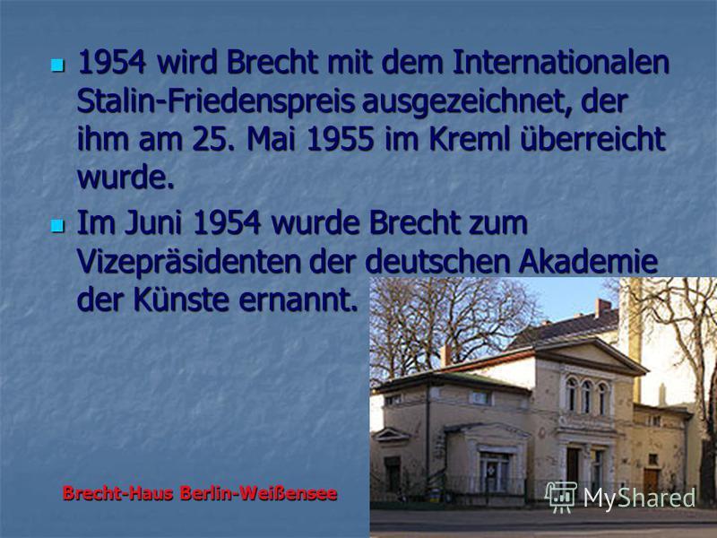 1954 wird Brecht mit dem Internationalen Stalin-Friedenspreis ausgezeichnet, der ihm am 25. Mai 1955 im Kreml überreicht wurde. 1954 wird Brecht mit dem Internationalen Stalin-Friedenspreis ausgezeichnet, der ihm am 25. Mai 1955 im Kreml überreicht w
