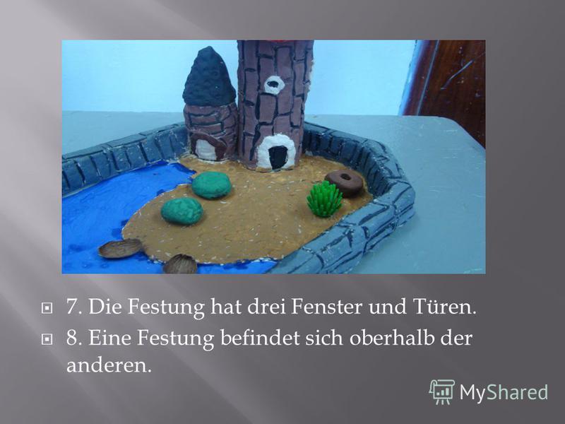 7. Die Festung hat drei Fenster und Türen. 8. Eine Festung befindet sich oberhalb der anderen.