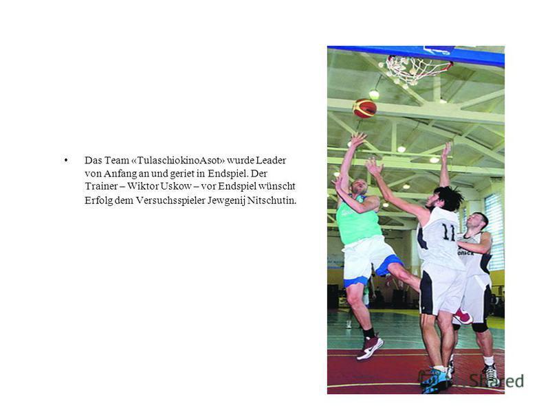 Das Team «TulaschiokinoAsot» wurde Leader von Anfang an und geriet in Endspiel. Der Trainer – Wiktor Uskow – vor Endspiel wünscht Erfolg dem Versuchsspieler Jewgenij Nitschutin.