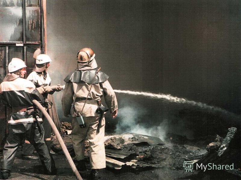 Чорнобильський вітер по душах мете, Чорнобильський пил на роки опадає, Годинник життя безупинно іде… Лиш пам'ять, лиш пам'ять усе пам ятає…