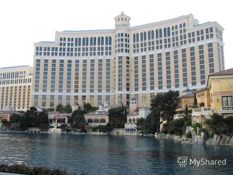 HOTEL BELLAGIO. Bellagio es un lujoso hotel y casino de 5 diamantes, inspirado en el Lago Como de Bellagio (Italia). Una de sus grandes atracciones es un lago artificial que con- tiene las famosas fuentes de Bellagio. Una inmensa fuente bailarina sin