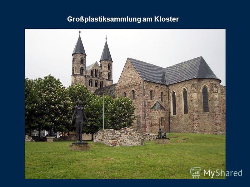 Großplastiksammlung am Kloster