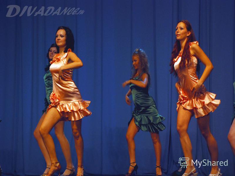 Современная латина отличается от бальных танцев. Это танец для представительниц женского пола.