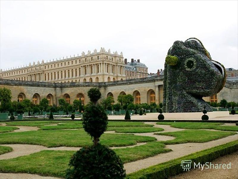 Дворец строился из самых дешевых материалов, по нынешним ценам стоимость ремонта обошлось в 2,6 миллиардов евро.