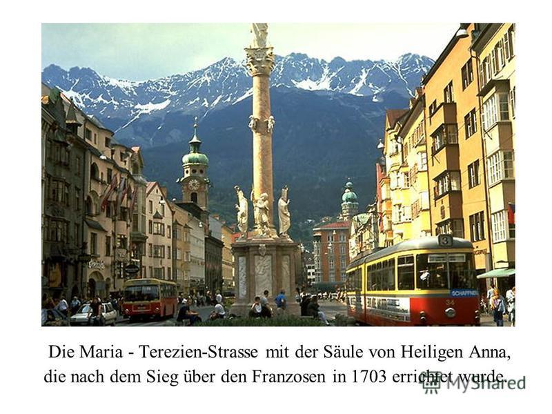 Die Maria - Terezien-Strasse mit der Säule von Heiligen Anna, die nach dem Sieg über den Franzosen in 1703 errichtet wurde.