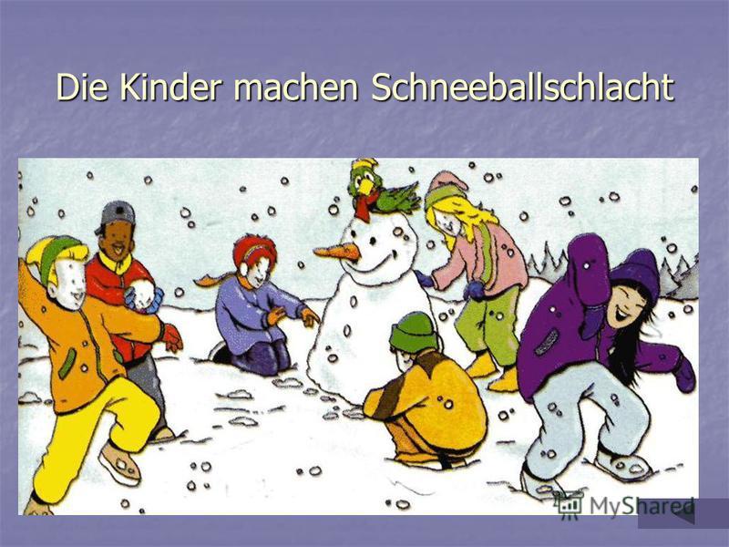 Die Kinder machen Schneeballschlacht