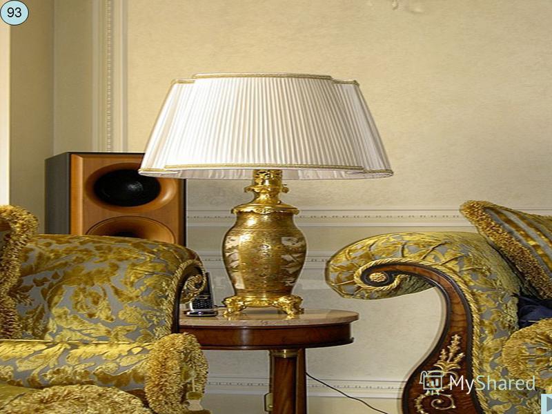Галогенные (галогеновые) лампы при таком же потреблении электроэнергии дают в два раза больше света, причем освещение выглядит естественней. Небольшой размер и возможность направлять световой пучок по своему усмотрению привели к тому, что встраиваемы