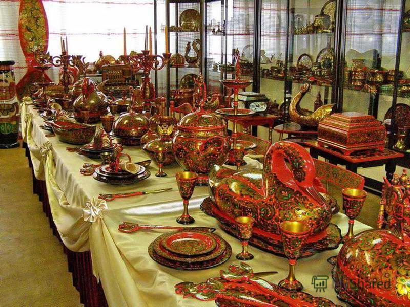 Произведения Хохломы украшают выставки прикладного искусства, направляются во все страны света. Они живут и в быту современных людей, привнося в дом радость и красоту.