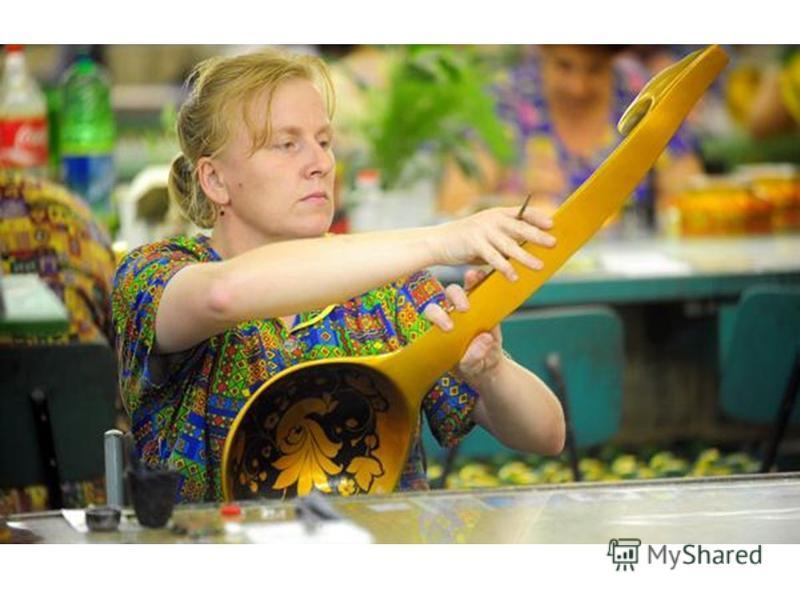 Старинное хохломское искусство переживает в настоящее время новый расцвет. Сверкающая золотом, пламенеющая киноварным узором посуда и мебель пользуются всемирной известностью.