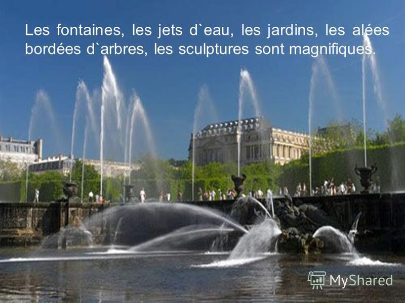 Les fontaines, les jets d`eau, les jardins, les alées bordées d`arbres, les sculptures sont magnifiques.