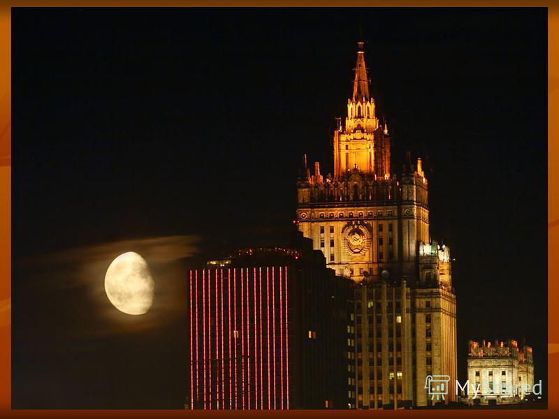 Москва Продолжаем наш рассказ. Где-то далеко от нас Ярко светит, как звезда, Главный город наш Москва.