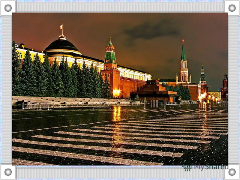 Впервые главная площадь страны упоминается как торговая в 1434 г. После пожара в 1493 г. Иван III повелел расчистить перед Кремлем полосу шириной 240 м в противопожарных целях. Это место, называемое тогда Пожаром, стало основой будущей Красной площад