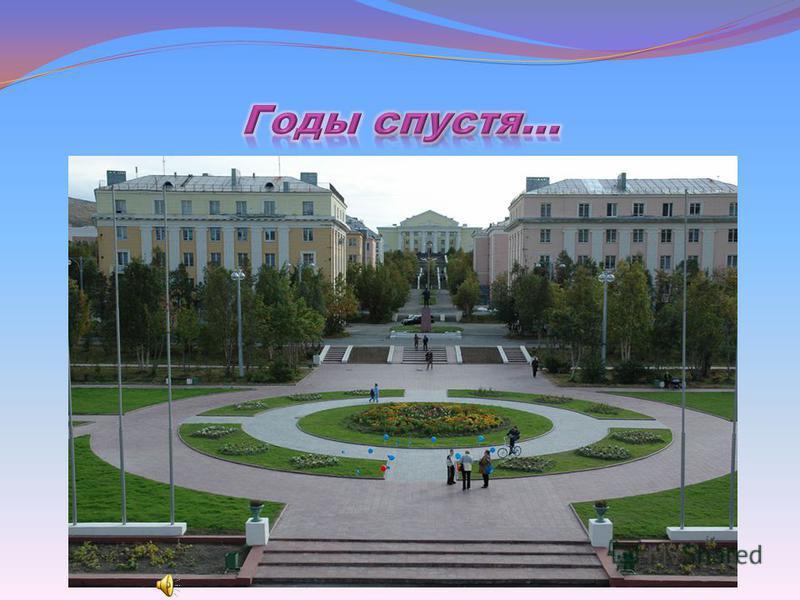 14 ноября 1969 года решением городского Совета народных депутатов трудящихся официальный герб приобрел город Кировск. Герб города представляет собой четверо частный щит, в первом красном поле три золотых колоса в столб, второе и третье поля золотые,