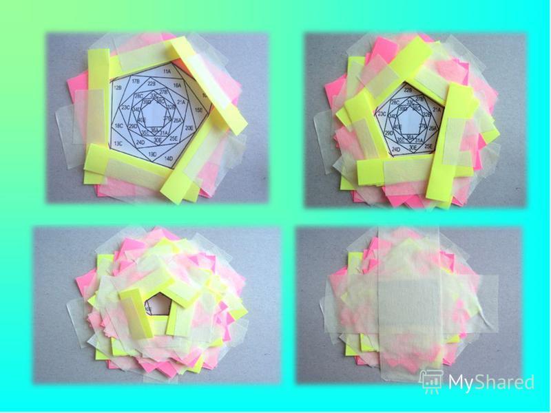 Начинаем поочередно приклеивать наши полоски к шаблону, в указанном порядке, чередуя каждый цвет