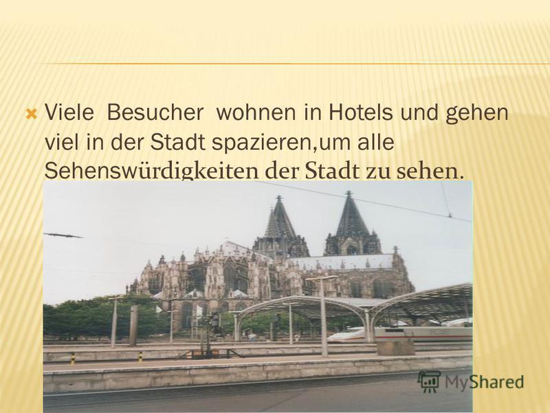 Viele Besucher wohnen in Hotels und gehen viel in der Stadt spazieren,um alle Sehensw ürdigkeiten der Stadt zu sehen.