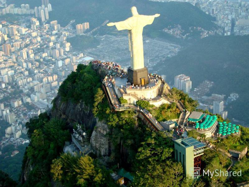 По мнению бразильцев, статуя словно благословляет всех жителей города и ограждает их от зла. Колоссальная статуя установленная на горе Коркуваду в городе Рио-де-Жанейро, на территории государства Бразилия. Голову и руки статуи изготовили по заказу в