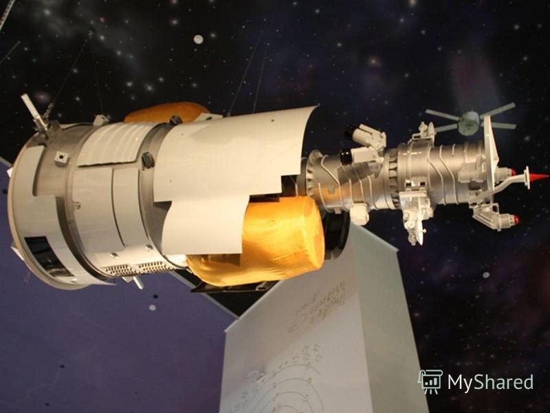 ИСЗ «Ресурс – ДК». Макет. Космический аппарат дистанционного зондирования Земли. Первый российский аппарат высоко детальной и мультиспектральной съемки с разрешением до 1 метра, позволяющий транслировать информацию на Землю по радиоканалу в режиме ре