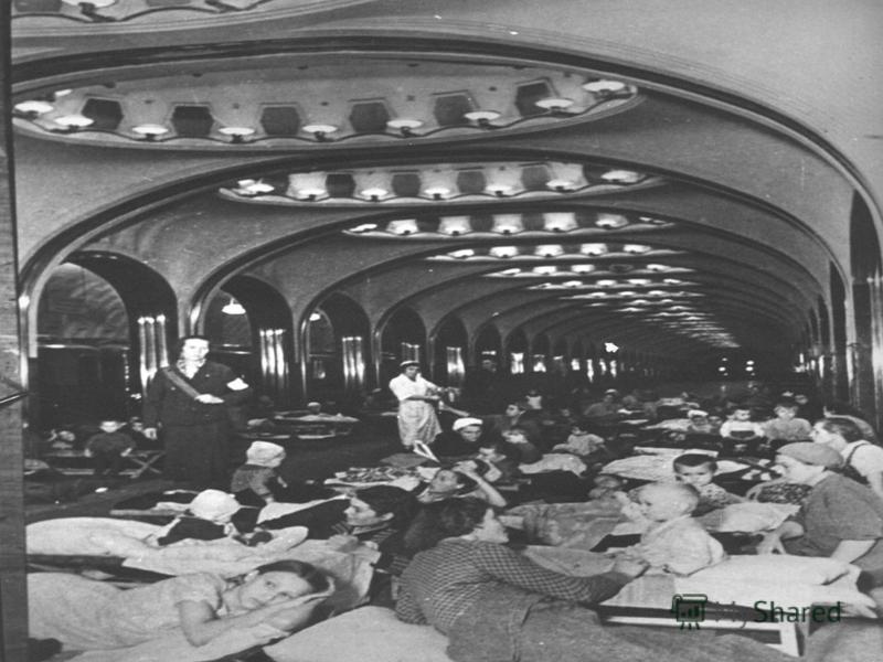 Этапы Московской битвы Московская битва делится на два этапа: На первом, с 30 сентября по 5 декабря 1941 г., были проведены оборонительные операции советских войск с целью защиты Москвы и подготовки контрнаступления.
