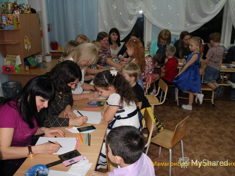 Мамы рисуют портреты своих детей