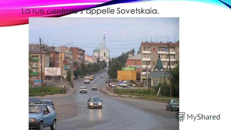 La rue centrale sappelle Sovetskaia.