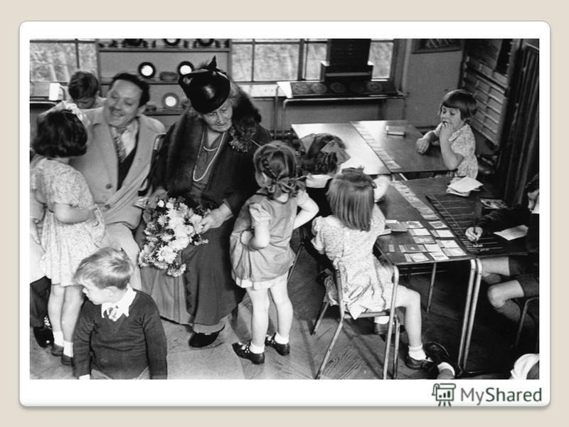 Первые Монтессори общества возникли в США (1915), Голландии (1917), Аргентине (1927), Швейцарии (1932), Англии (1933), Индии (1940), Пакистане (1949). Её сын Марио возглавлял АМИ до своей смерти в 1982 г. Сейчас Ассоциации Монтессори есть в Германии,