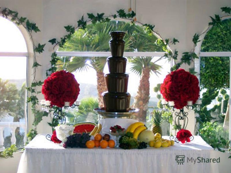 5. Приготовьте шоколадно-сливочный дип. Растопить 200 гр шоколада, поломанного на кусочки, с 4 ст л сливок и 3 ст л ликера. Разлить по формочкам или розеткам и подавать теплым с кусочками фруктов или печенья. 6. Для сказочного шоколадного десерта уло