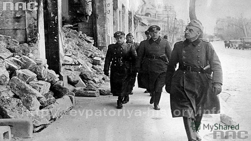 Но ее радости не суждено было длиться долго: 22 июня началась Великая Отечественная война. А вскоре, 31 октября, и в ее родной город пришла беда: началась оккупация