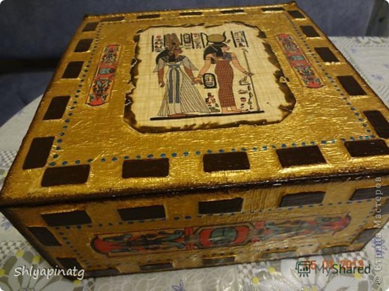 Исследование История происхождения : Шкатулка - это небольшой ящик для мелких, обычно ценных вещей. Трудно представить себе древнюю Русь без сундуков, шкатулок и ларцов. Однако далеко не всегда они использовались в привычном для нас назначении. О них