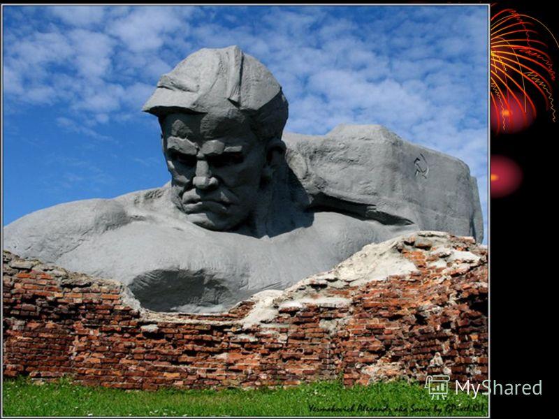 Назовите крепость, которая первой приняла удар немецких войск