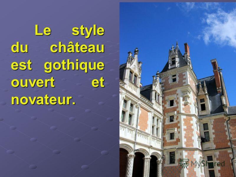 Le style du château est gothique ouvert et novateur.