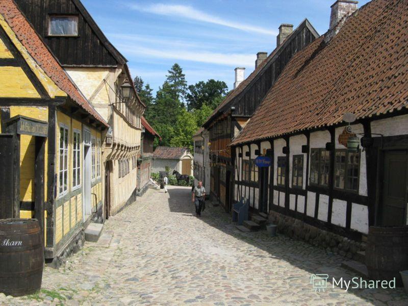 Самая, пожалуй, интересная достопримечательность Орхуса – Старый город, или по датски, Ден Гамле Бю. Ден Гамле Бю был заложен в 1909 году и вошел в тройку самых известных туристических достопримечательностей Дании. Представляет он собой небольшой гор
