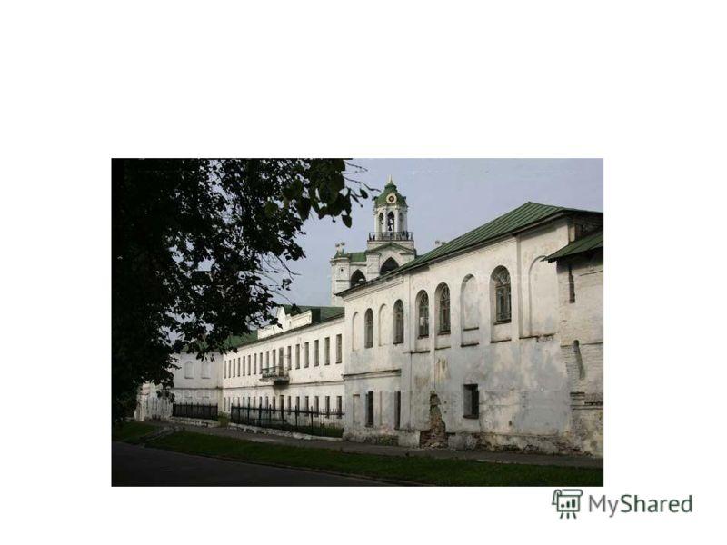 В 1832 году Некрасов поступил в ярославскую гимназию, где дошёл до 5 класса. Учился он плохо, занятия большей частью прогуливал вместе со старшим братом Андреем, с гимназическим начальством не ладил, и так как отец всегда мечтал о военной карьере для