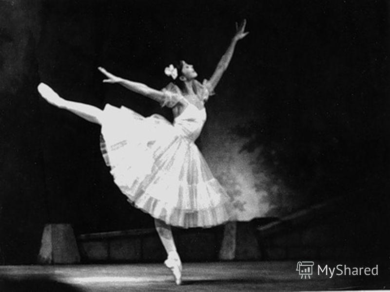 Надежда Павлова с детства любила танцевать и в 7 лет начала заниматься в хореографическом кружке при Доме пионеров. В 1966 году ее заметила комиссия из Пермского хореографического училища, приехавшая в Чебоксары в поисках одаренных детей, и Наде пред