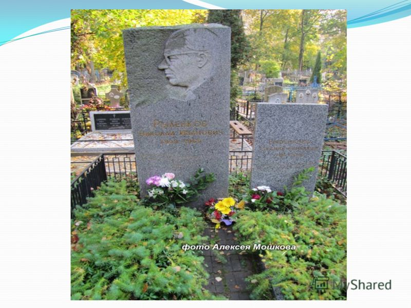 Много вдохновенных стихов поэт посвятил Смоленску, который он искренне любил и боготворил. Его стихи выбиты на камне у крепостной стены (сквер Памяти Героев) и на памятнике Скорбящей матери в Реадовке.