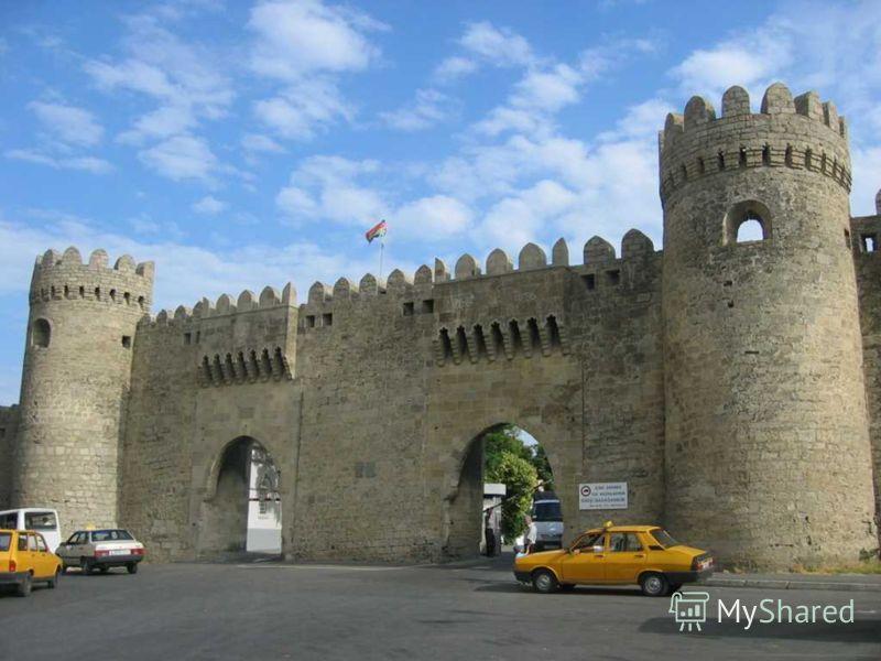 Город расположен в южной части Апшеронского полуострова, на берегу Каспийского моря.