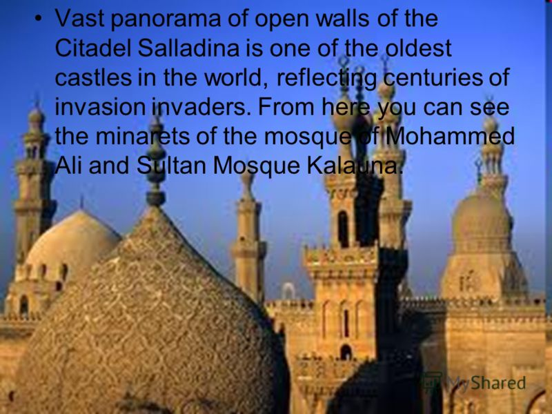 Vast panorama of open walls of the Citadel Salladina is one of the oldest castles in the world, reflecting centuries of invasion invaders. From here you can see the minarets of the mosque of Mohammed Ali and Sultan Mosque Kalauna.