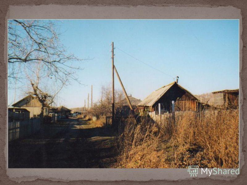 Много детей из этих деревень училось в Горохово. В 60-е годы начали строить дома вдоль реки, но частных было мало, в основном это были дома, построенные СХТ (МТС) для рабочих. Их было много, эти люди обслуживали и ремонтировали сельскохозяйственную т