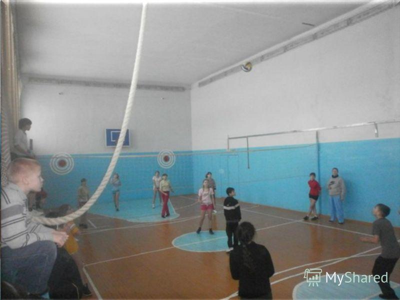 Мы упорно и с удовольствием занимались спортом в школе, в тренажёрном зале, прежде чем вышли на городские соревнования!