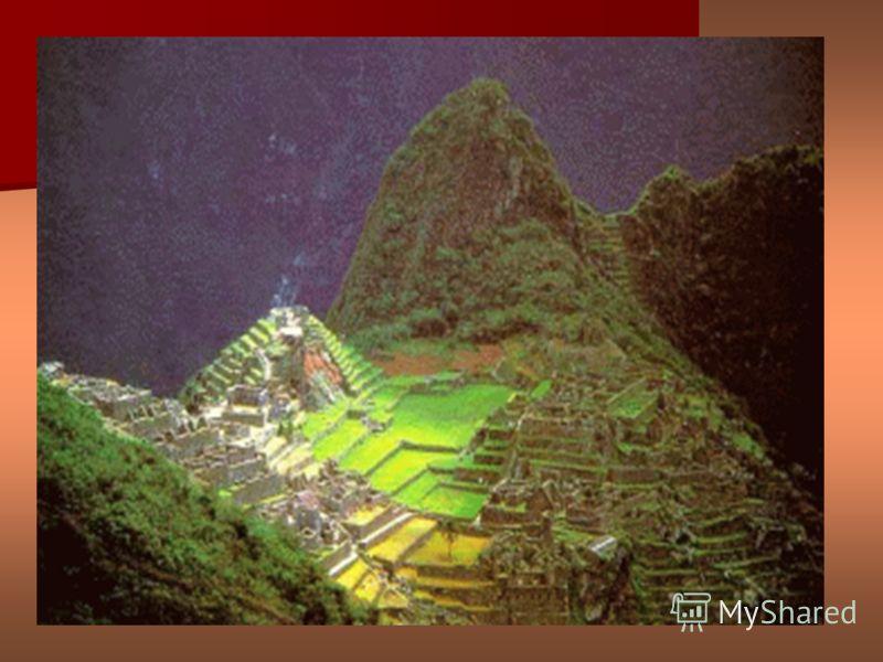 на Фото видно древние стены или возможно оставшиеся стены древних строений, которые постепенно утопают в песке..